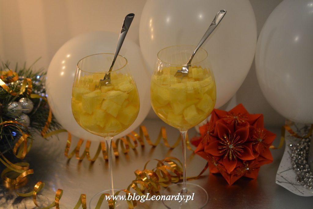 szampan z ananasem